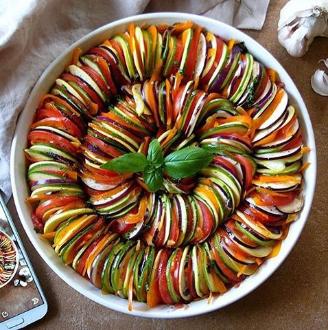 راتاتوی خوراک سبزیجات فرانسوی با خرد کن تک الکتریک