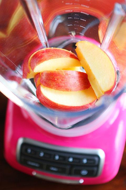 ریختن سیب درون مخلوط کن مولینکس